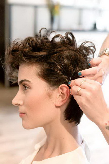 Hairstyles For Hair Growing Out Growing Out A Pixie Cut Curly Hair