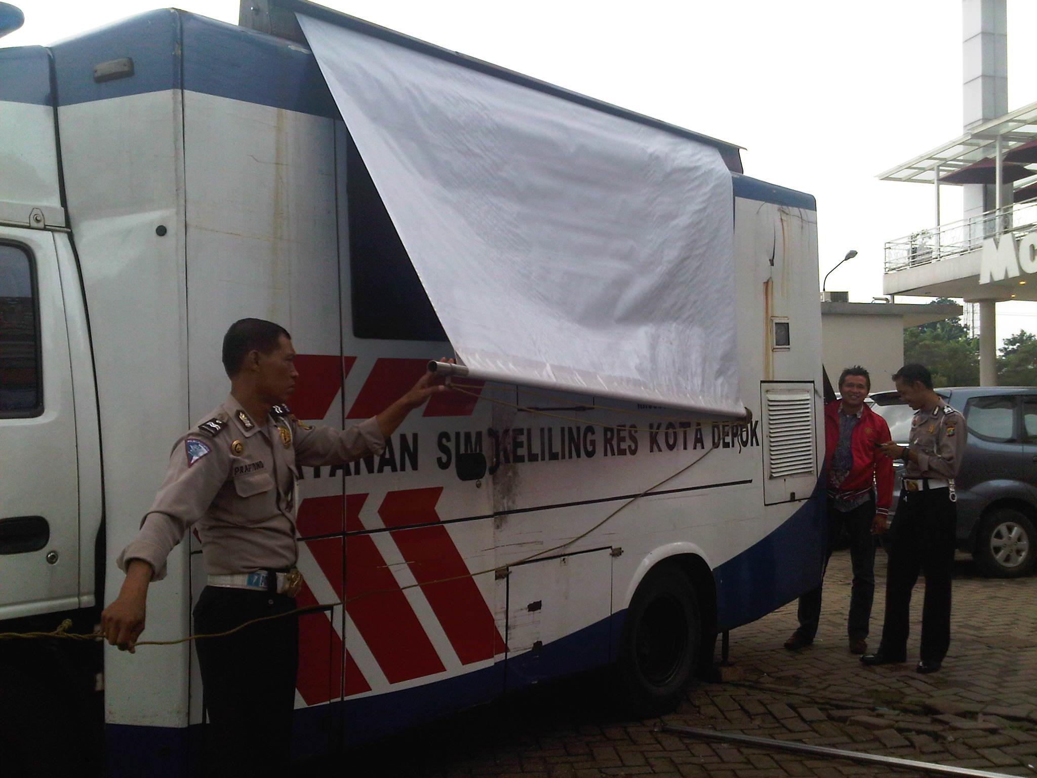 Loker Depok 2013 Icefilmsinfo Globolister Mudahnya Perpanjangan Sim Di Layanan Sim Keliling Kota Depok