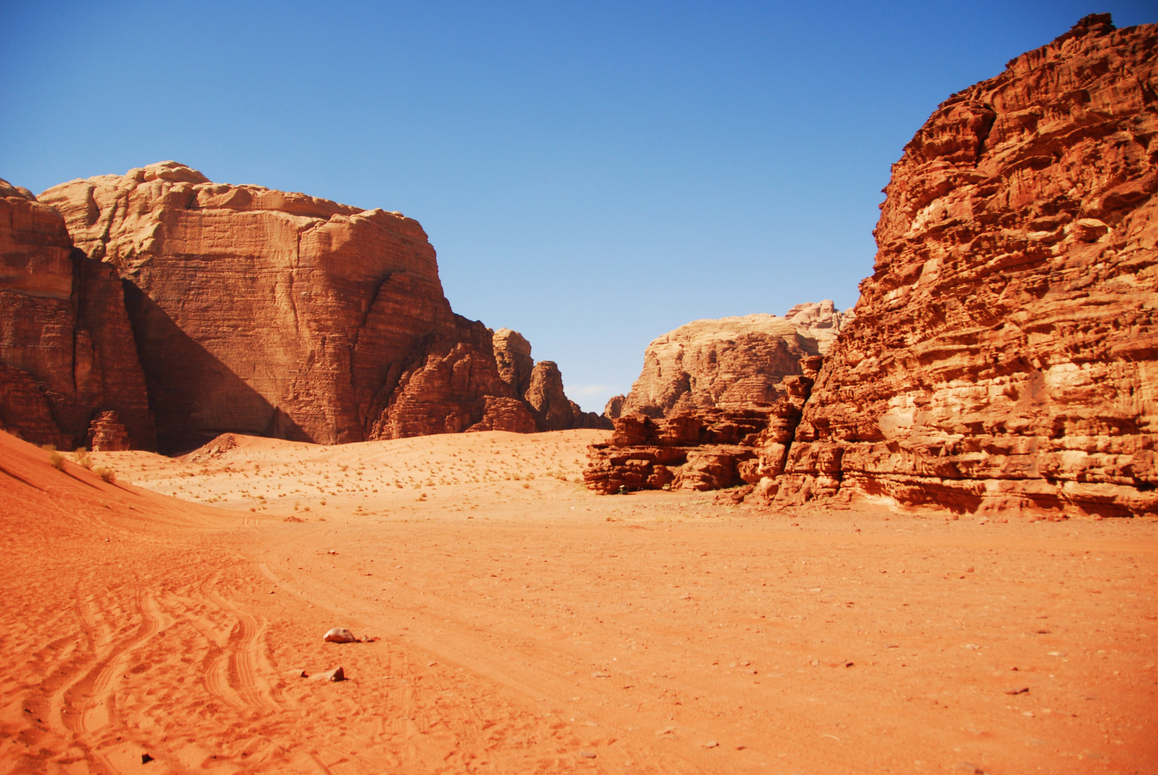 Petra Jordan Hd Wallpaper Waddling Through Wadi Rum Desert Gypsy Momma