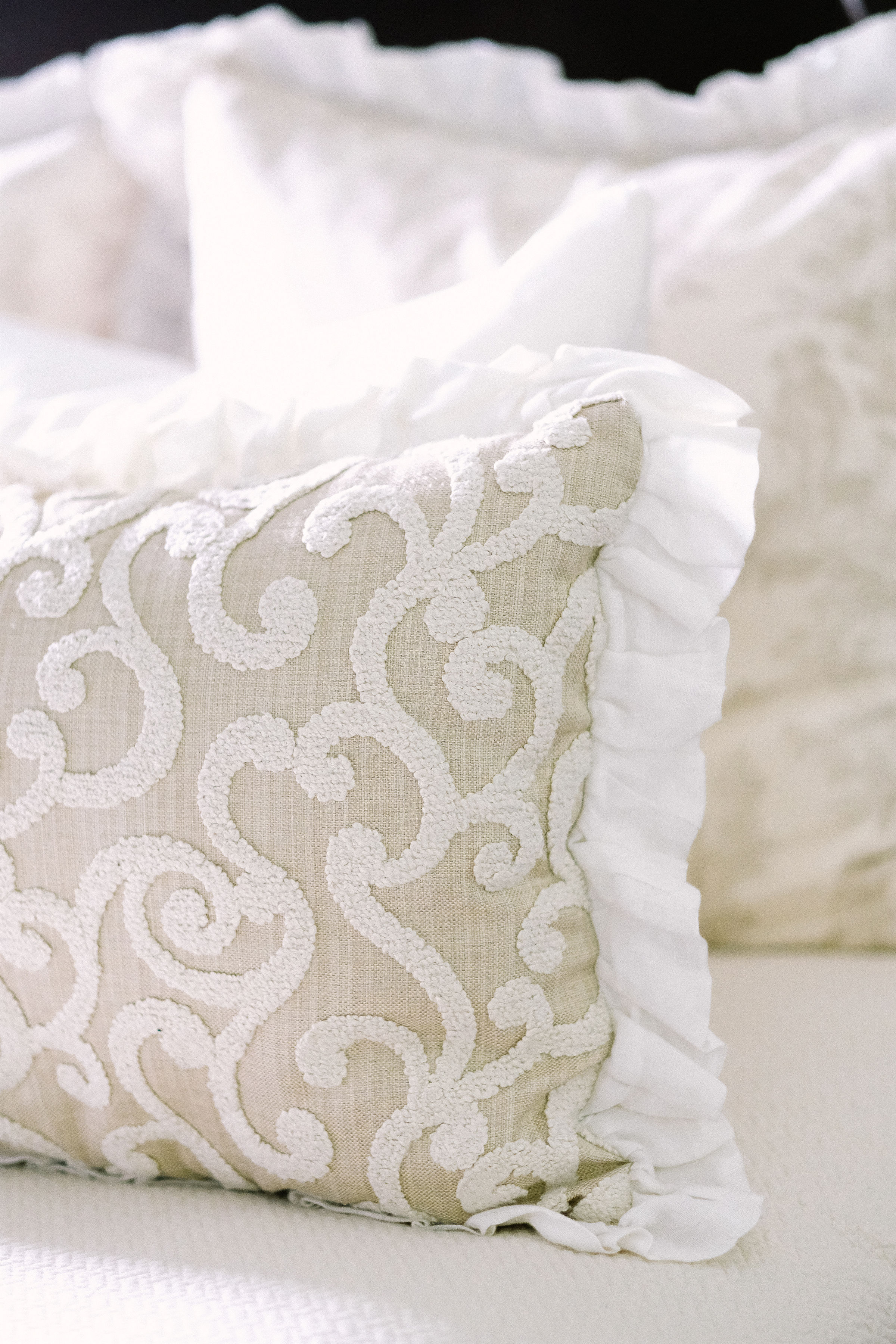 How To Arrange Pillows On A King Or Queen Size Bed Hadley Court
