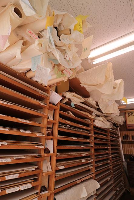 種類豊富に並ぶ和紙