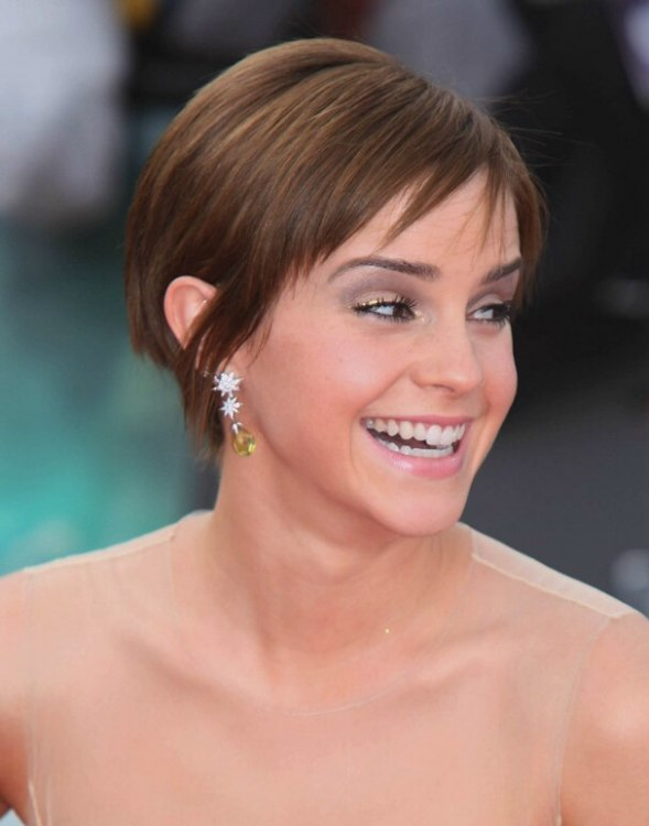 Pixie Cut News Emma Watson 39;s Short Hairstyle With Fringe Around The Nape