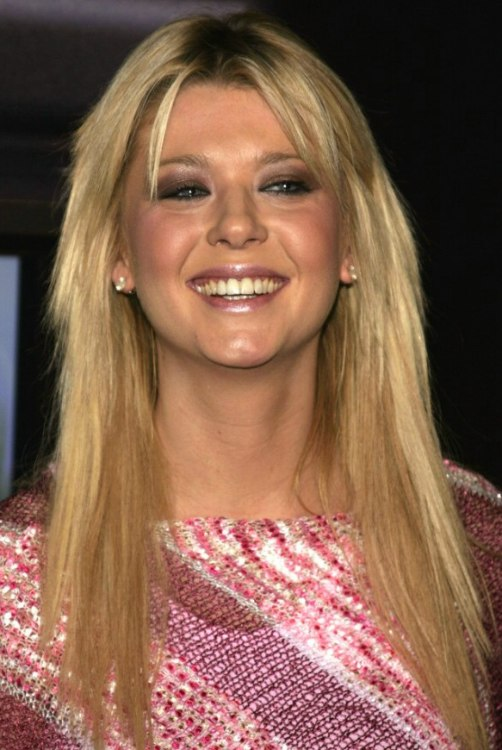 Frizzy Hair Problems Tara Reid Wearing Her Hair Smooth Long And Tapered