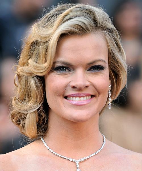 Girl Face Wallpaper Missi Pyle Long Curly Formal Updo Hairstyle Blonde Hair