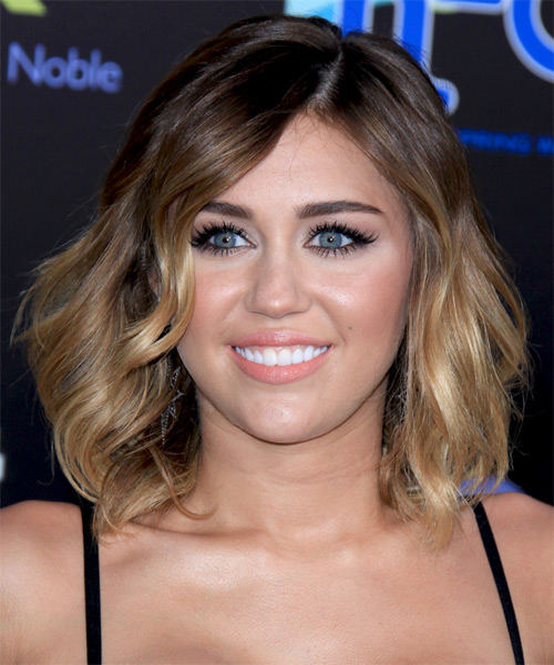 Haircut For Fine Mid Length Hair Miley Cyrus Medium Wavy Brunette And Blonde Two Tone Hairstyle