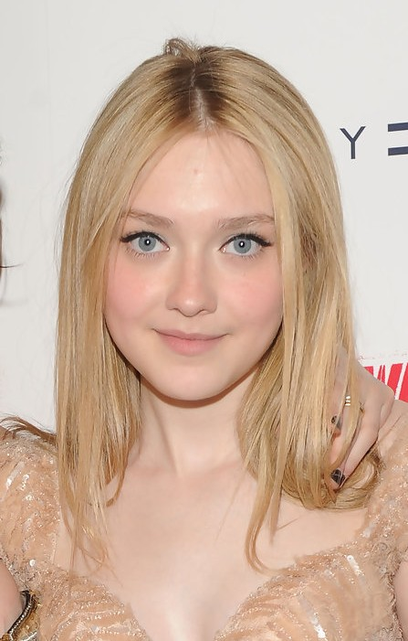 Female Hairstyles Layered Dakota Fanning Center Parted Blonde Straight Hairstyle
