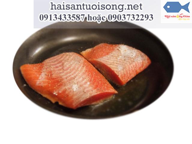 Cá hồi áp chảo thơm ngon