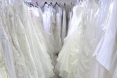 ウェディングドレスのレンタルショップ
