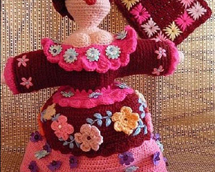 Pupae crocheted