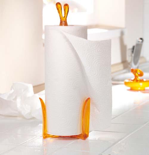 Удобно использовать полотенца, если они стоят на специальном держателе