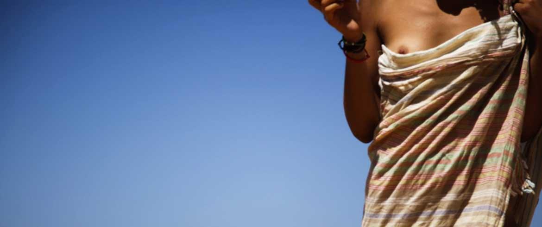 Να πας στη Γαύδο γυμνή και να μη σε νοιάζει τίποτα (19 εικόνες άμμου και σάρκας)