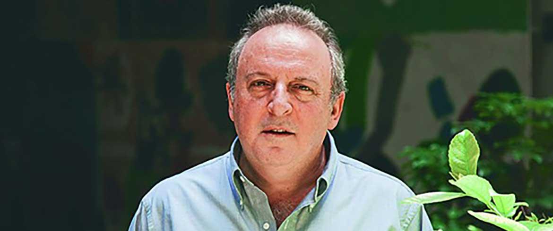 Χανιά | Ο Καμπουράκης «προβάρει» κοστούμι υποψηφίου και απαντά στον Μαρκογιαννάκη