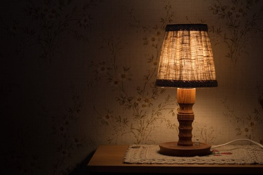 night-table-lamp-843461_640