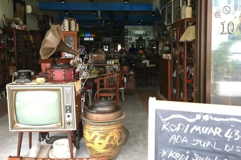 Where to buy vintage furniture in KL?