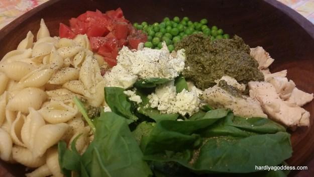 pesto salad with chicken