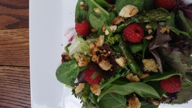 Mesclun Salad with Grilled Asparagus & Raspberries