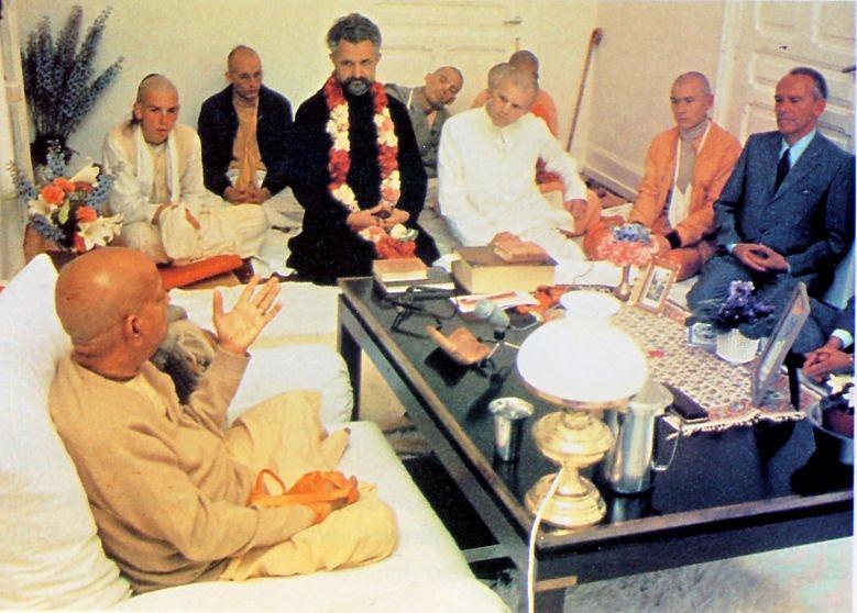 prabhupada with priests