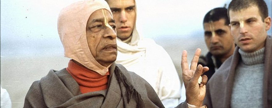 Srila-Prabhupada-explains-point-to-Bhagavan-on-Morning-Walk-on-Juhu-Beach-Bombay