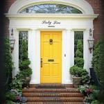 Inspirasi Warna Cat untuk Pintu Depan yang Kontras dan Menawan