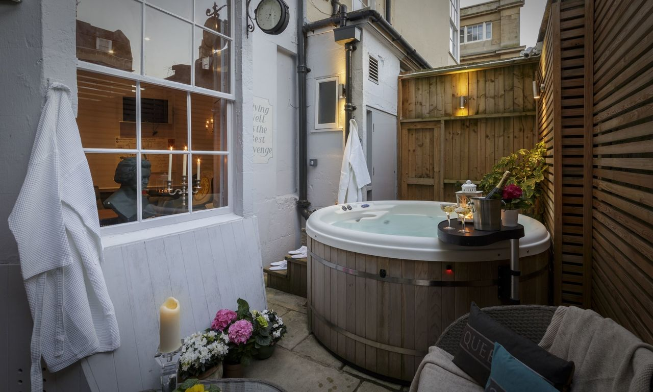 Bed And Breakfast Bath Uk Hot Tub Haringtons Hotel