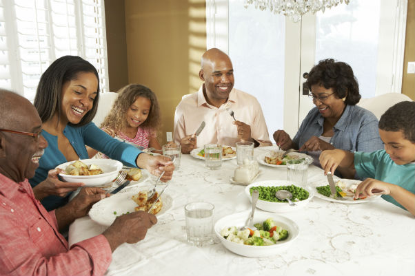 Family eating healthy meal1