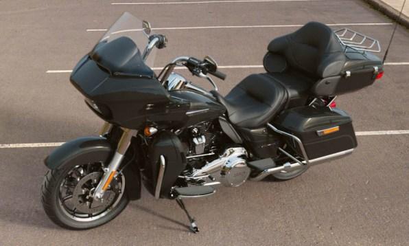 Motocykel Harley-Davidson touring Road Glide Ultra 114 farba Vivid Black