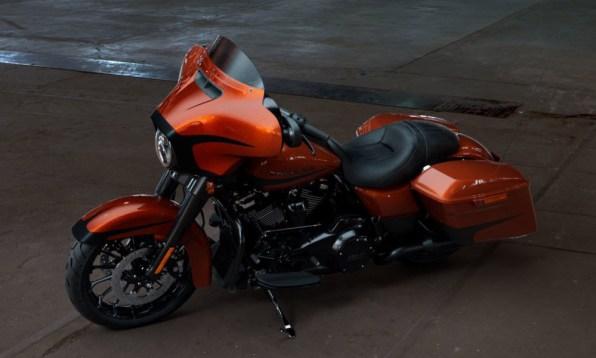 Motocykel Harley-Davidson touring Street Glide Special 114 farba Scorched Orange/ Black Denim