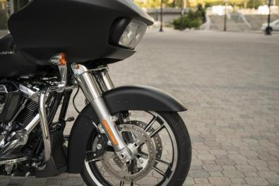 Motocykel Harley-Davidson touring Road Glide