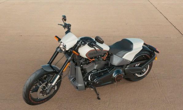 Motocykel Harley-Davidson Softail FXDR 114 farba Bonneville Salt Denim