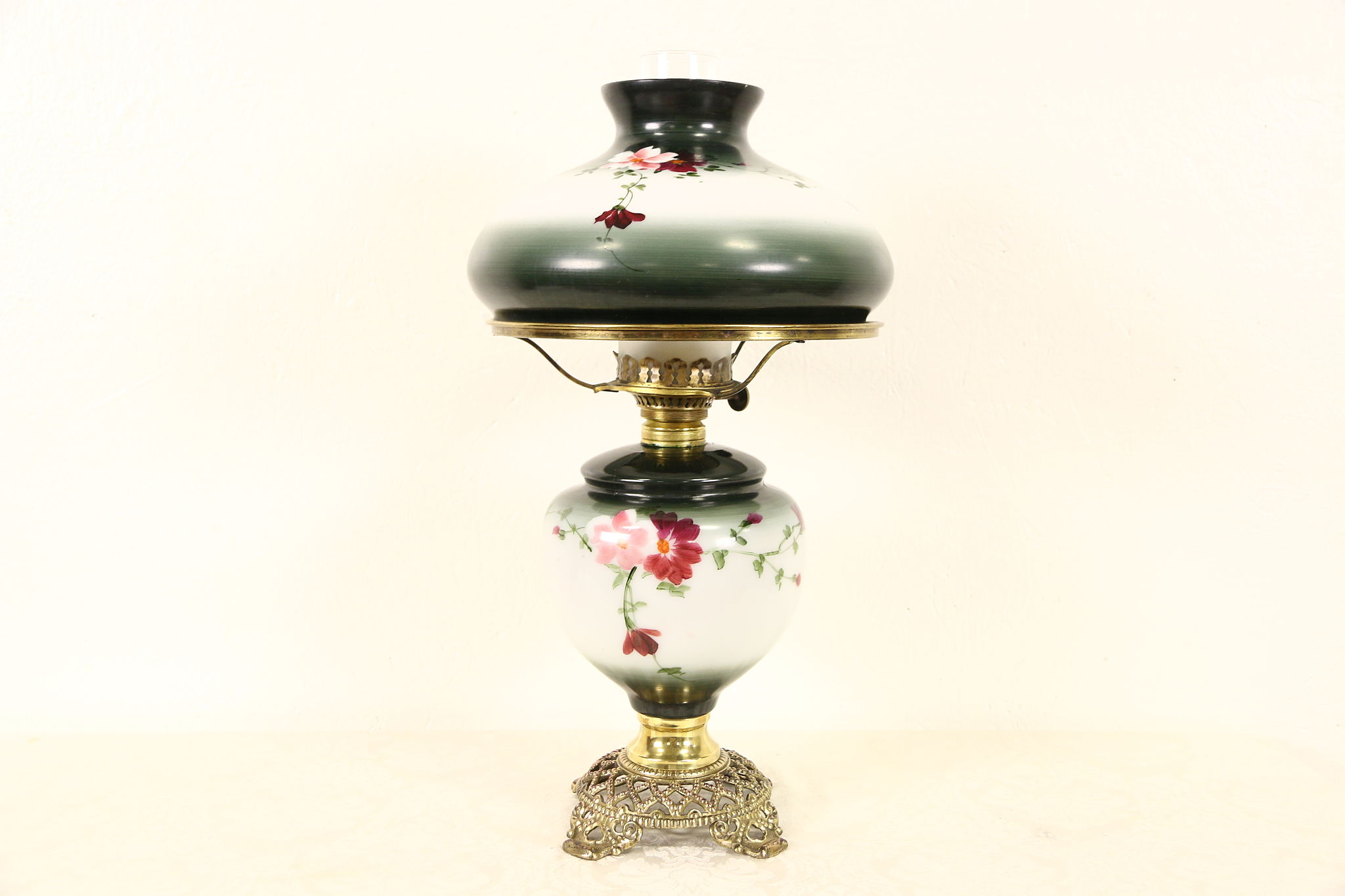 Modern Kerosene Lamp Hand Painted 1890 S Antique Kerosene Lamp Painted Shade Brass Mounts