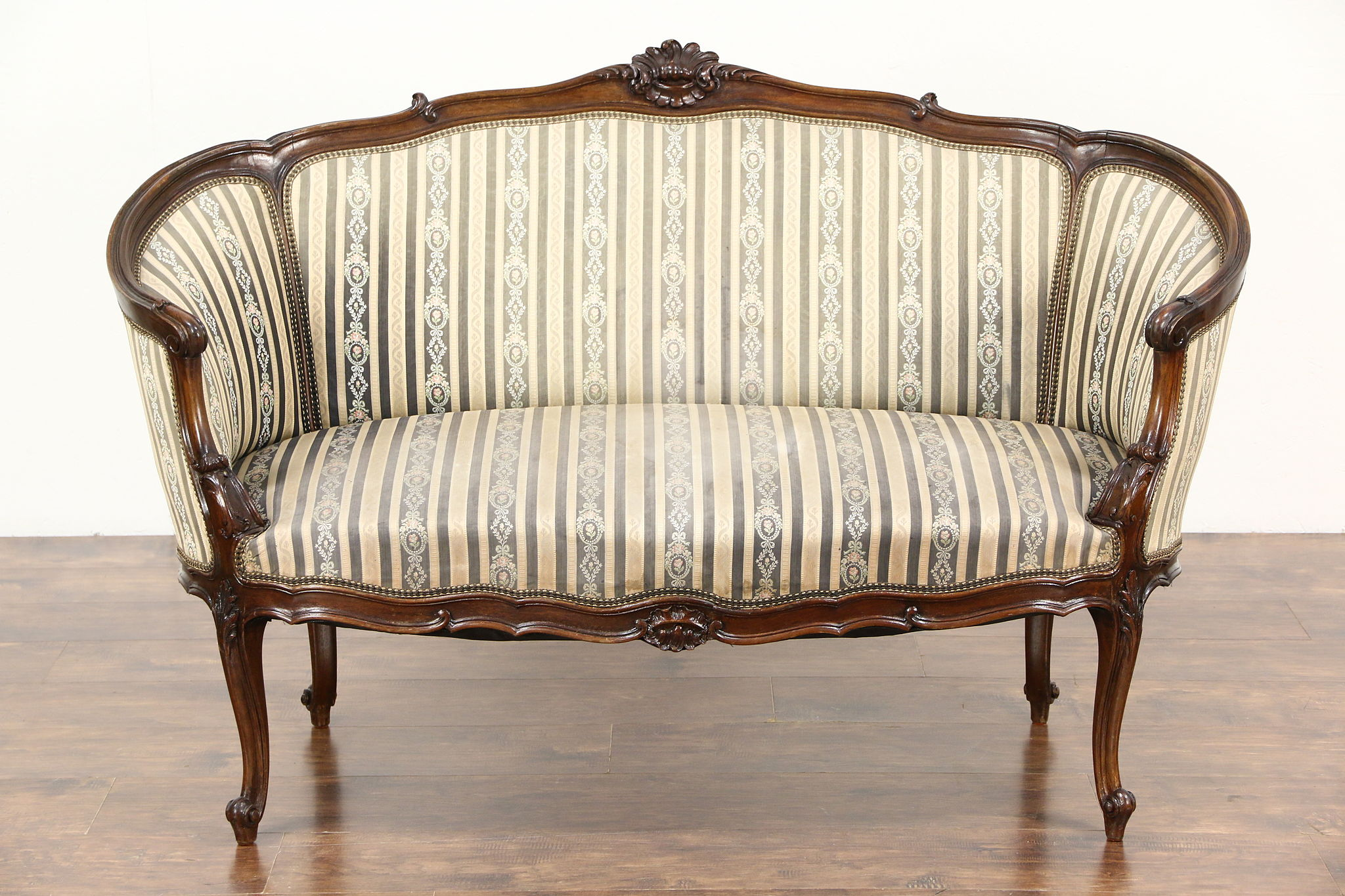 Antike Sofas & Loveseats Sold French Louis Xiv Hand Carved Walnut 1920 Antique