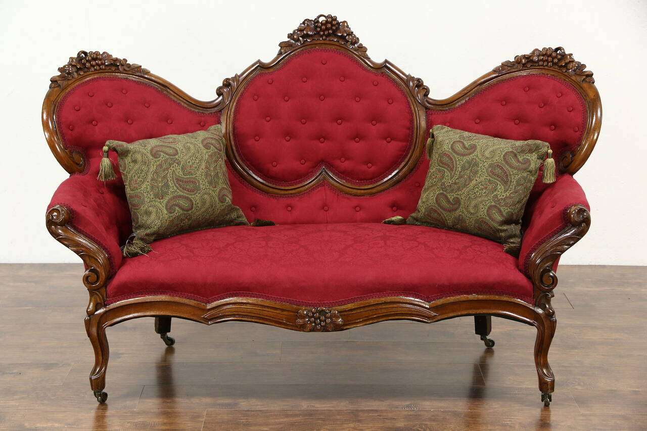 Antike Sofas & Loveseats Victorian 1860 39s Antique Grape Carved Walnut Sofa New
