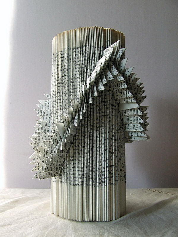 Wanddeko 20 Cool Book Sculptures For Inspiration - Hative