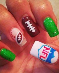 25 Cool Football Nail Art Designs - Hative