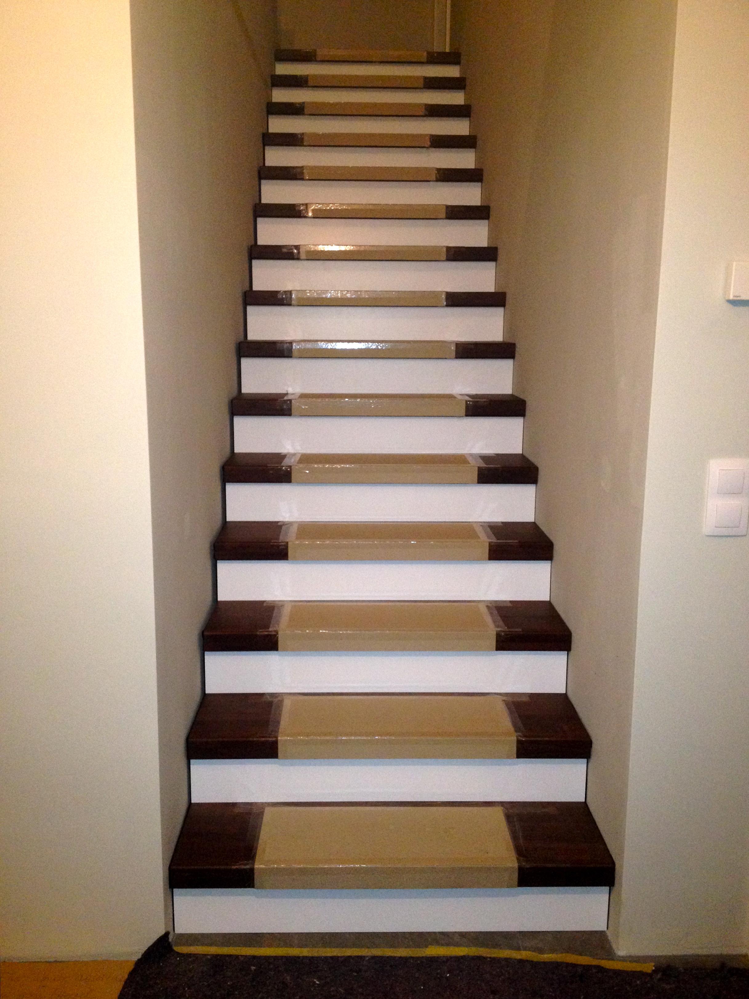 Treppe Selber Einbauen Treppenstufen An Der Wand Befestigen Bau