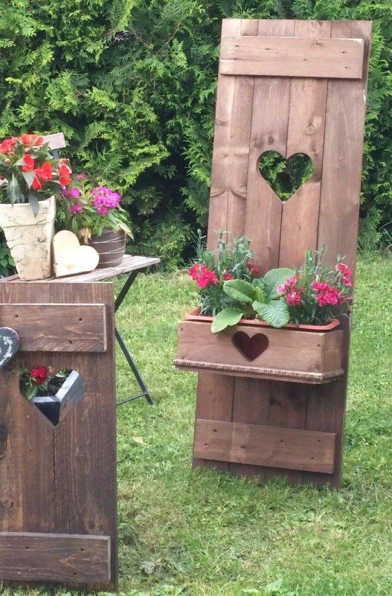 Holzfiguren Garten Hölzerne Windmühle Im Garten Foto Bild