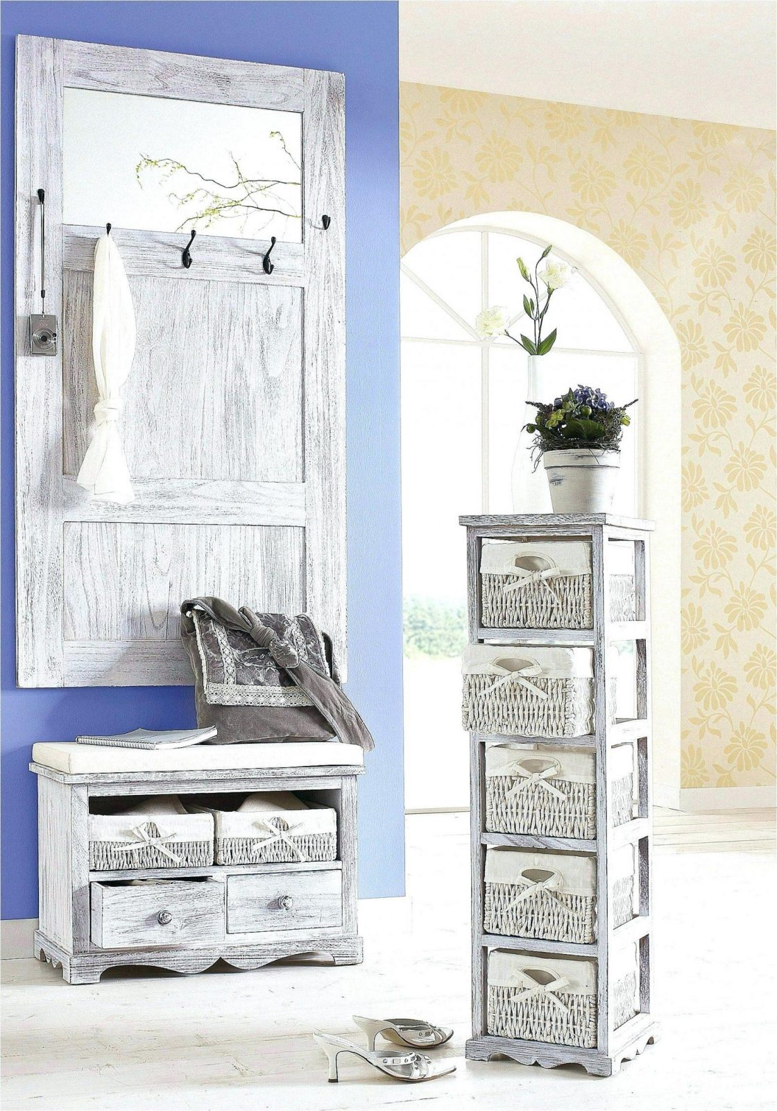Laminat Shabby Chic | White Washed Wood Floor Meets Home With ...