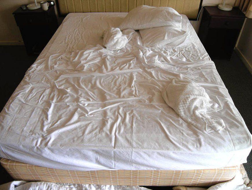 Schlafzimmer Dunkelgraues Bett | Blaue Zimmer Ente Und ...