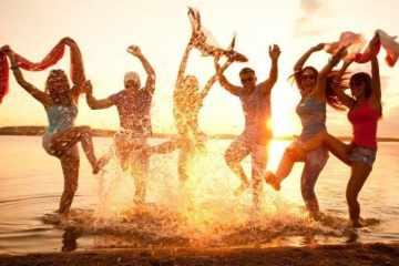 beach party friends