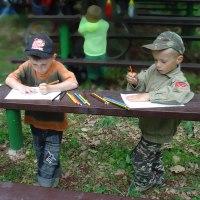 ilustrace: Děti si malují