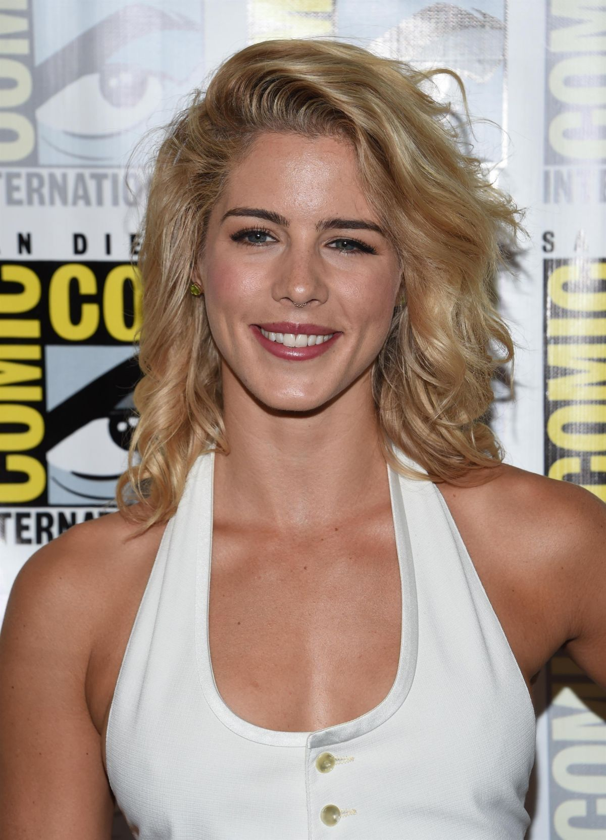 Bett Comic Emily Bett Rickards At Arrow Press Line At Comic Con In San Diego