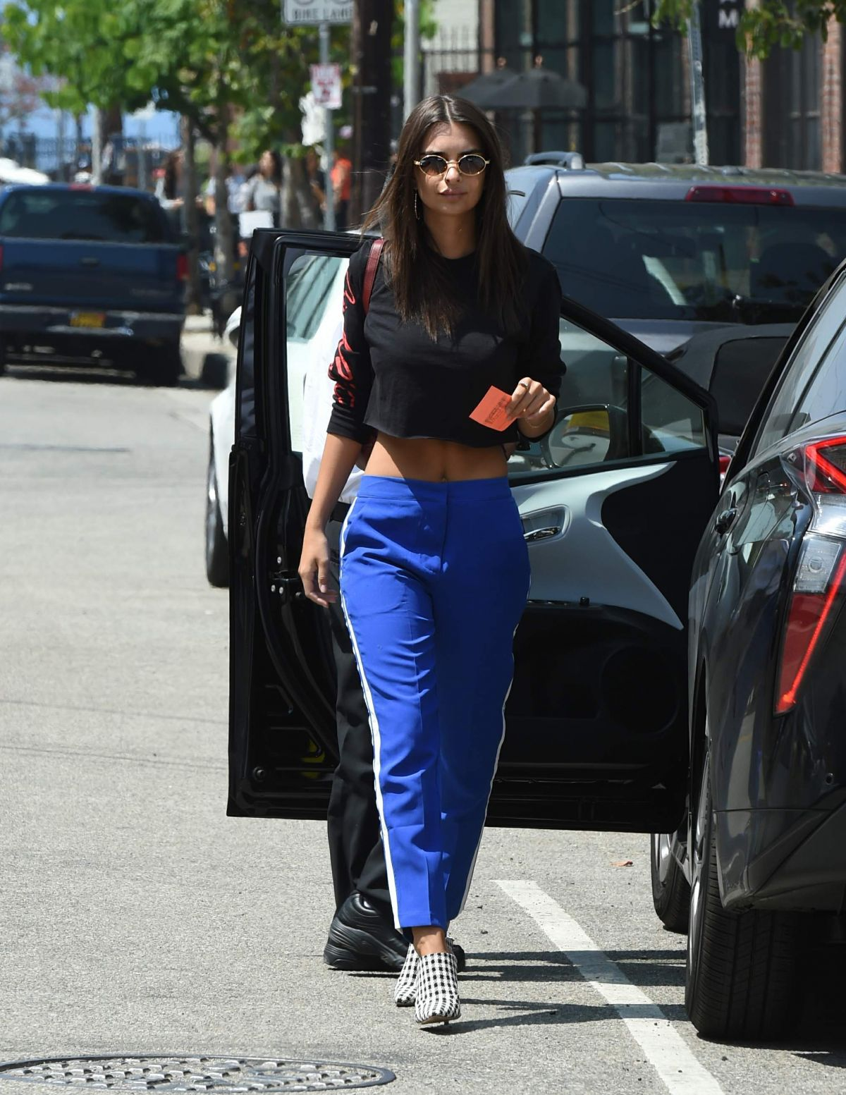 Häuser 24 Emily Ratajkowski Out For Lunch At Hauser Wirth Restaurant In