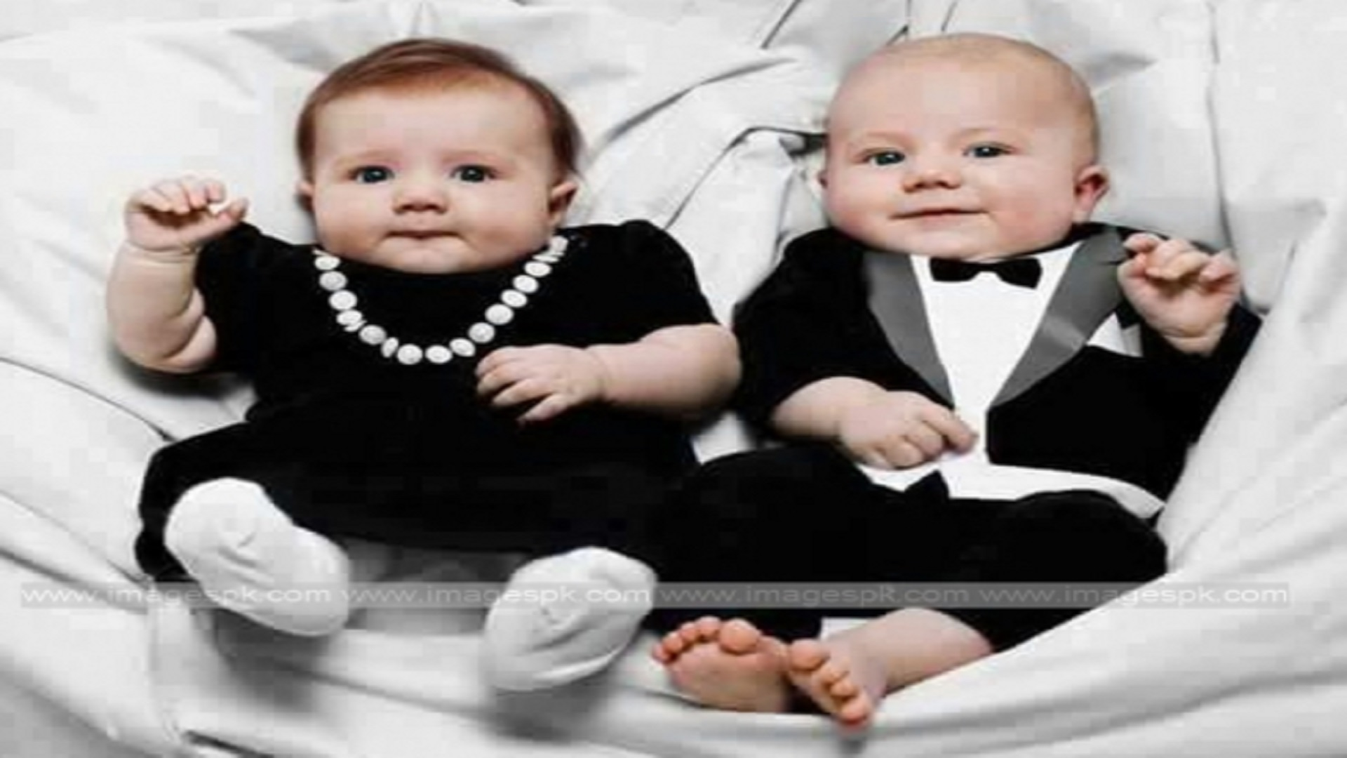 Cute Twin Baby Boy And Girl Wallpapers Sweet Twins Baby Hd Wallpaper Free Hd Wallpaper