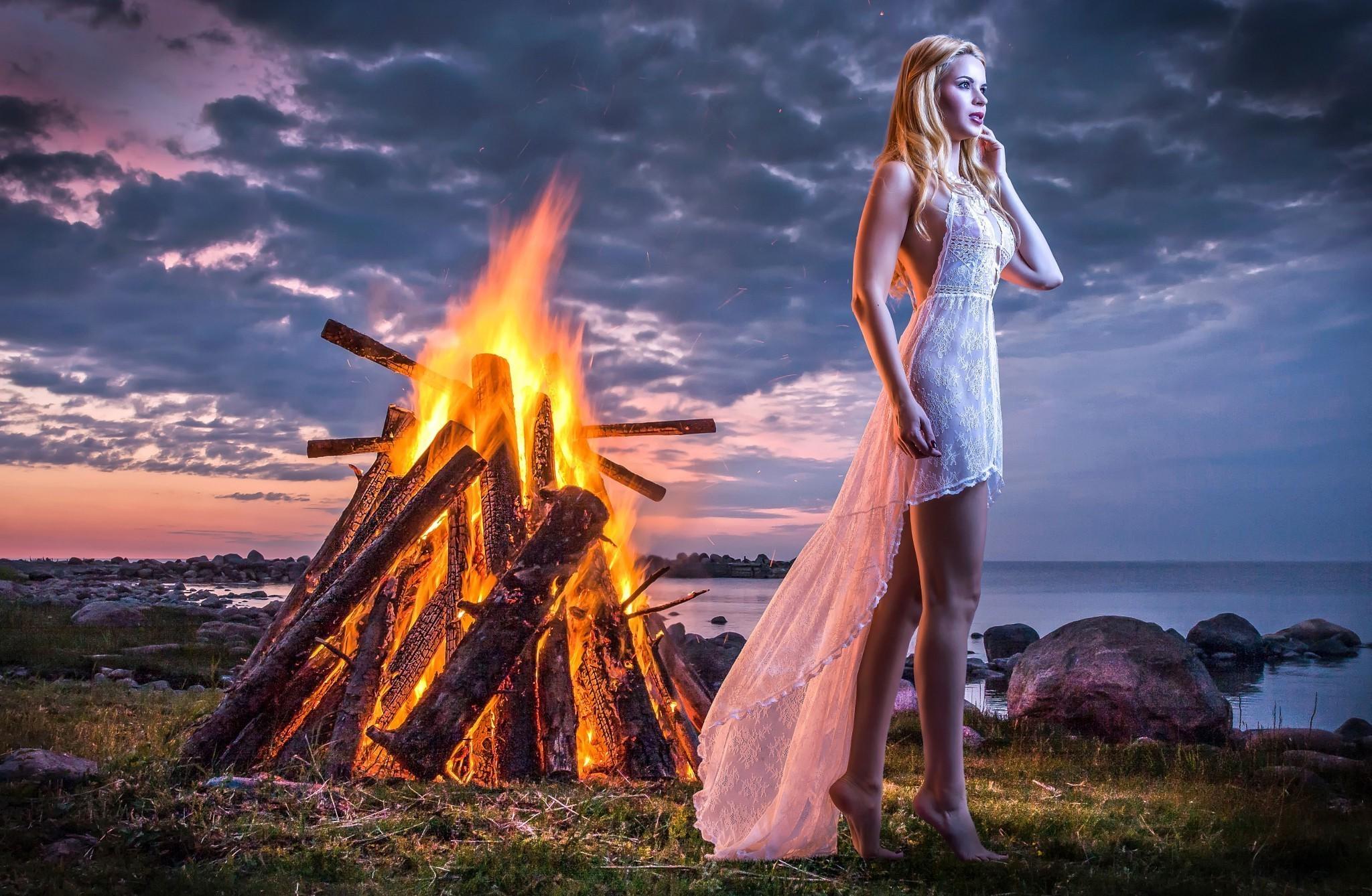 Alone Girl Standing Near Fire Hd Girls 4k Wallpapers