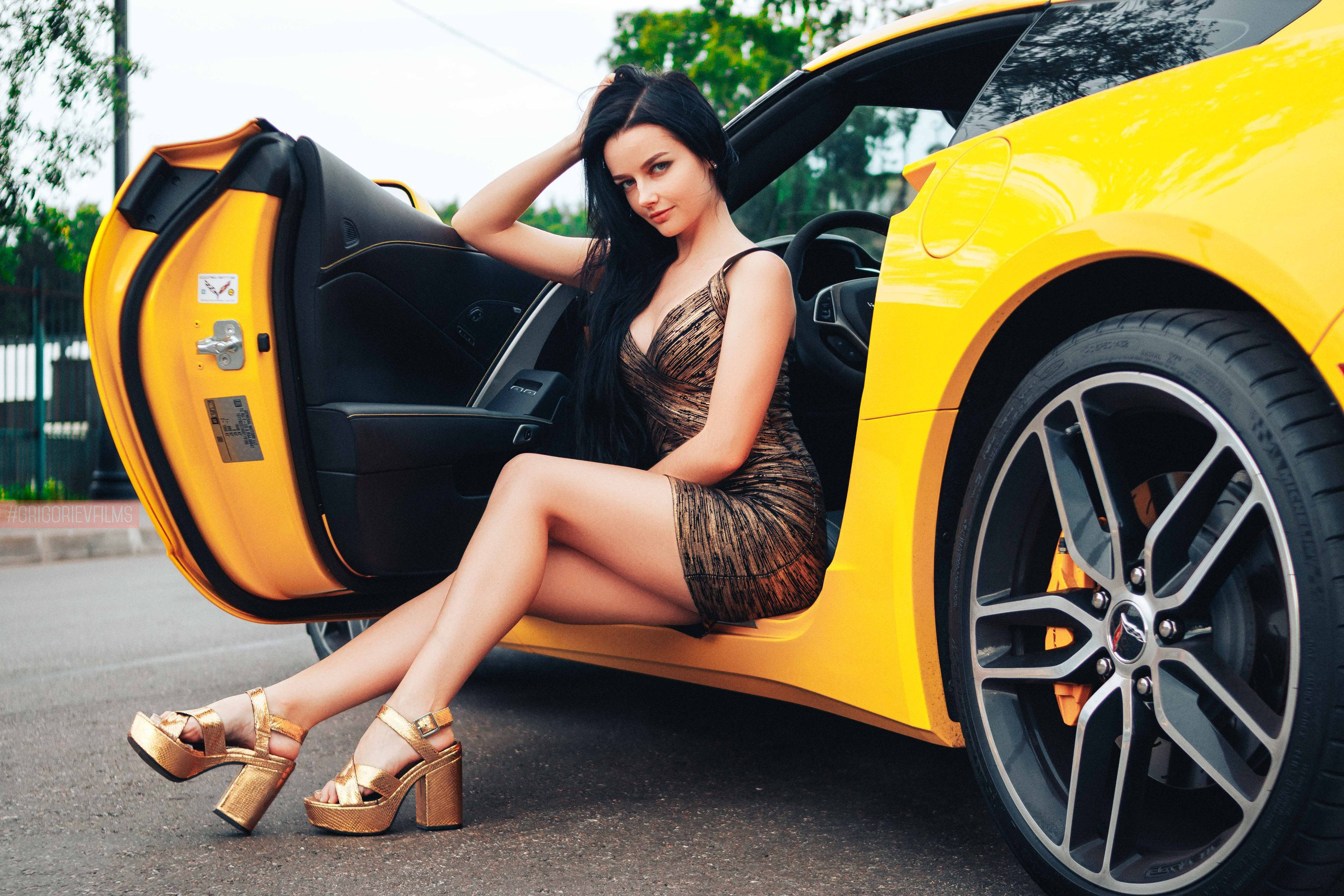 Gorgeous Girl Desktop Wallpaper Gorgeous Girl Sitting In Sport Car Hd Girls 4k