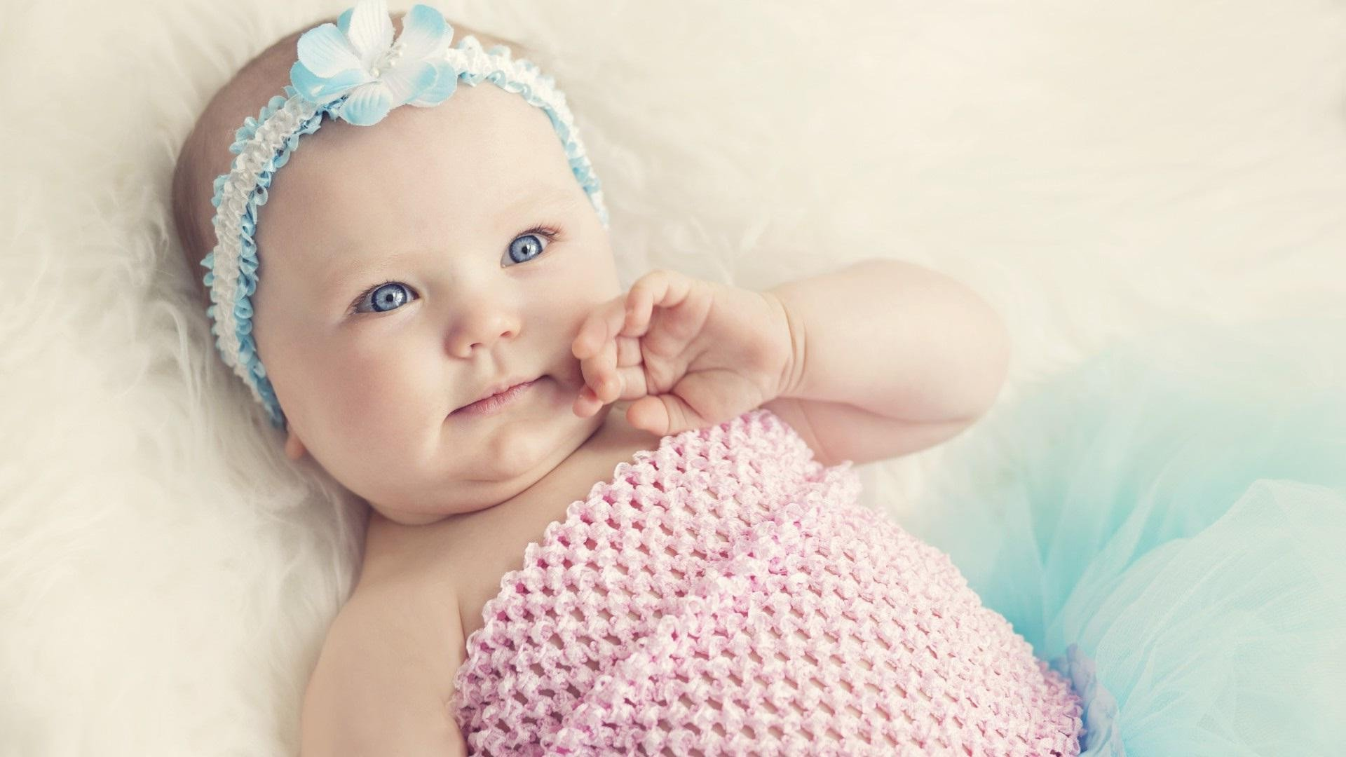 Infant Jesus Hd Wallpapers Cute Baby With Blue Eyes Hd Girls 4k Wallpapers Images