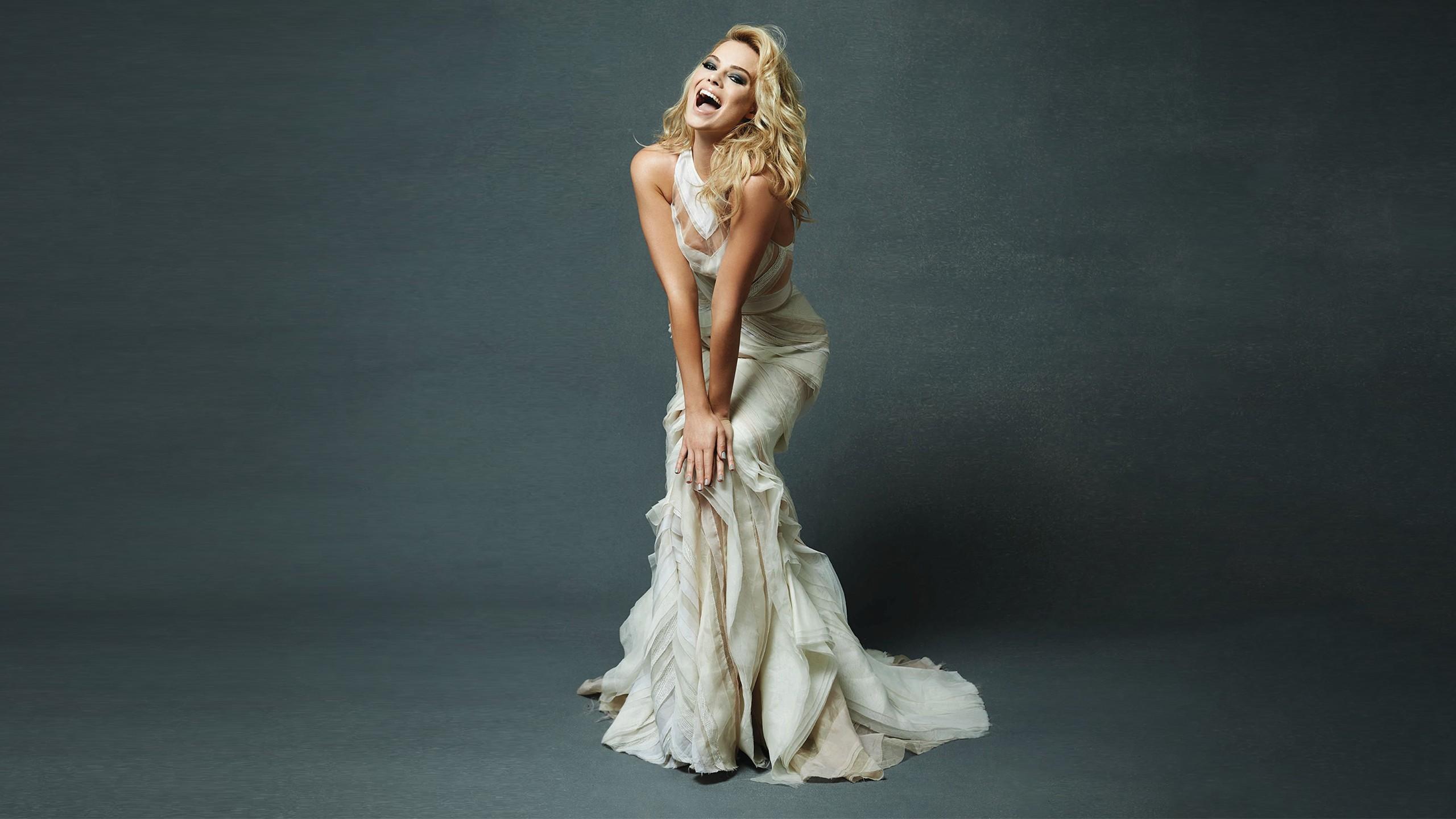 Indian Girl Wallpaper Free Download Margot Robbie White Dress Hd Celebrities 4k Wallpapers