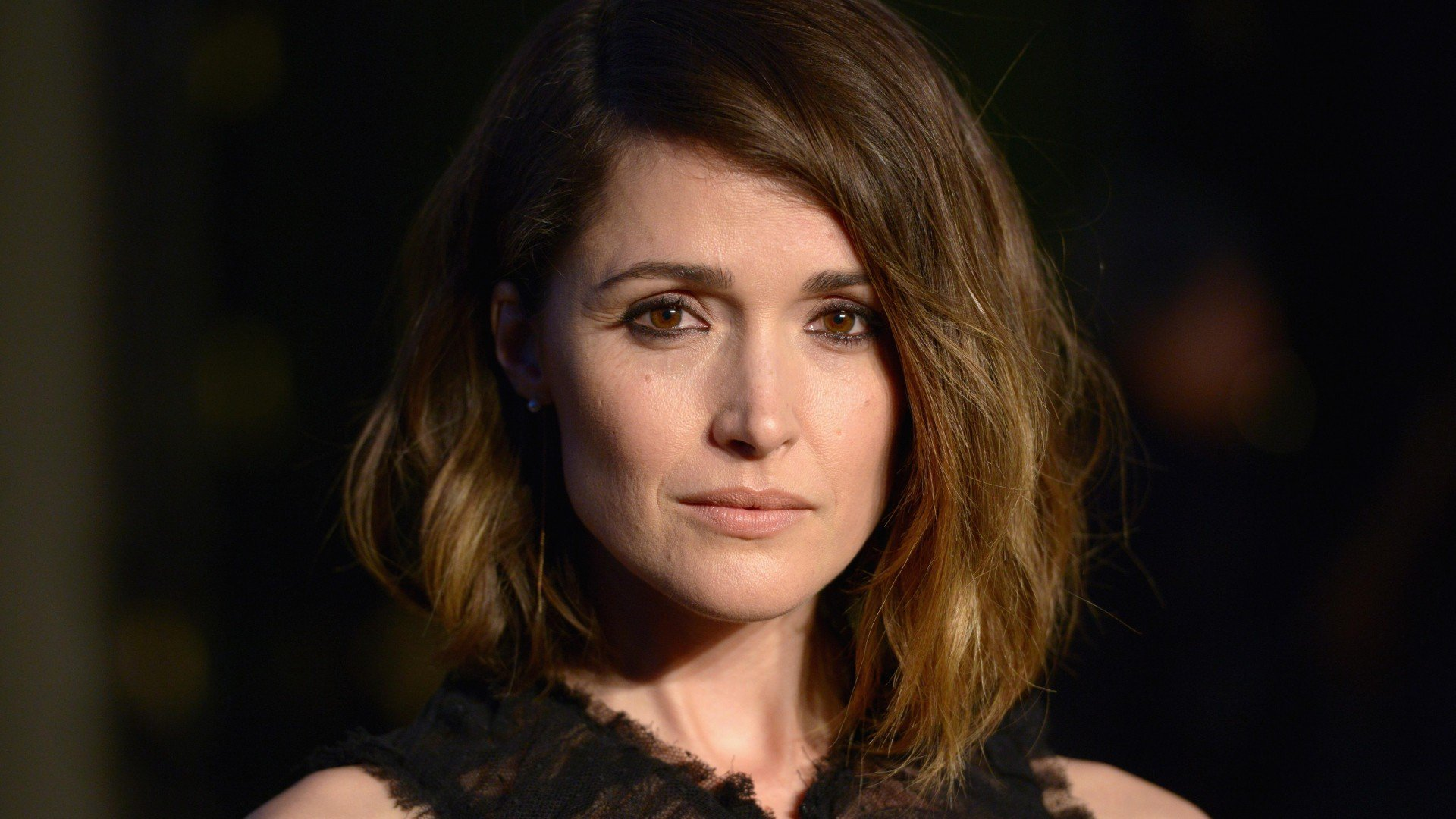 Cute Apple Logo Wallpaper Rose Byrne Hd Celebrities 4k Wallpapers Images