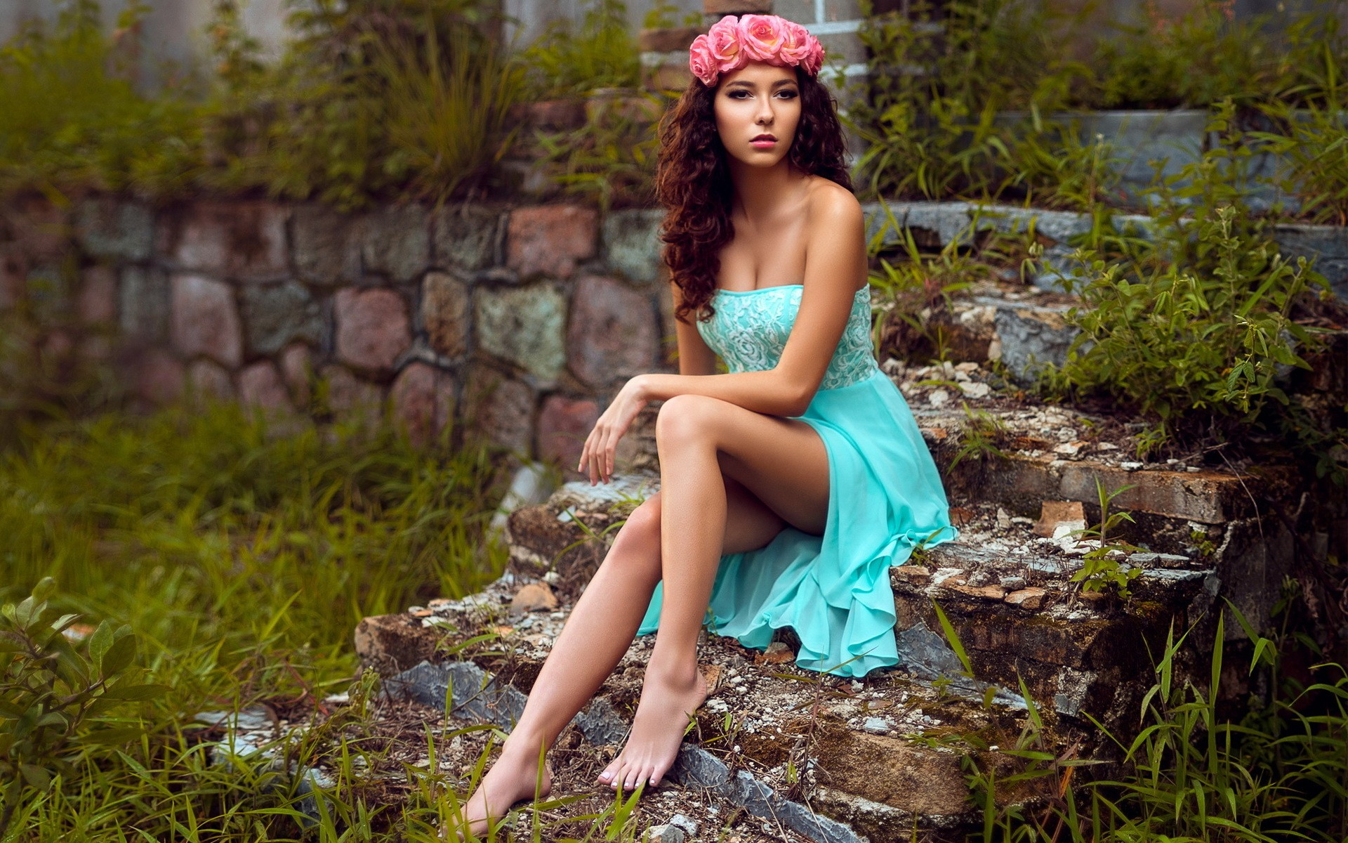 Sweet Cute Wallpapers 240x320 Women Model Sitting Hd Photography 4k Wallpapers Images