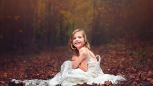 Wedding-dress-little-girl-forest-autumn_1920x1080